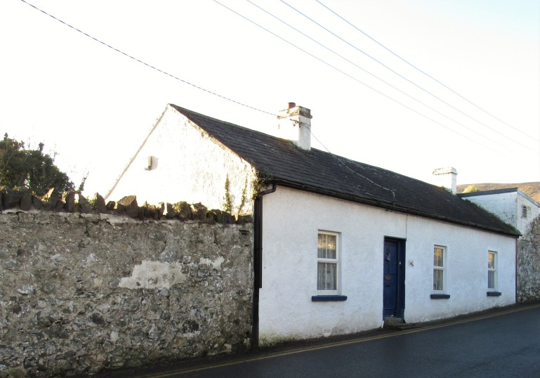 whitewashed cottage in Carlingford